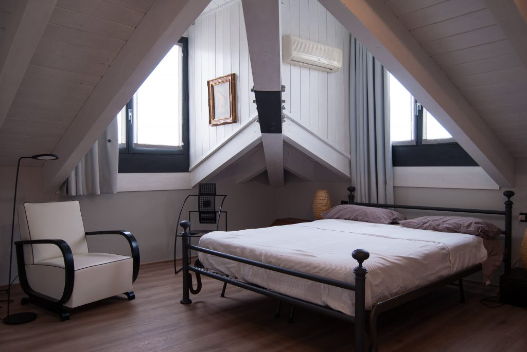 6 inspiring ways to furnish an attic bedroom 1